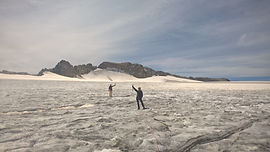 Une des plus grandes calottes glaciaires d'Europe, située au coeur du Parc national de la Vanoise. À l'inverse de la Mer de Glace, une école de glace ici sera gage de tranquillité, loin de foules !