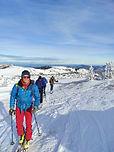 Une demi-journée d'initiation au ski de randonnée, pour apprendre à utiliser son matériel, faire ses premières montées en peaux de phoque et faire quelques virages à la descente !
