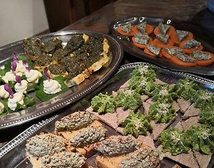 Ces deux jours de randonnée et cuisine seront l'occasion de découvrir ensemble la richesse naturelle des plantes comestibles. Avec les récoltes des randonnées matinales, notre chef cuisinier nous apprendra à révéler et utiliser leurs saveurs uniques dans des recettes à portée de tous.