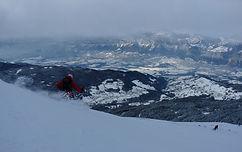 Épaule sur les contreforts de Belledonne, très facile d'accès depuis Grenoble et Chambéry, Orionde offre une vue magnifique sur la vallée du Grésivaudan, au terme d'une randonnée à ski accessible aux débutants.