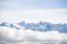 À cheval sur trois versants, le domaine des 7 Laux est propice au ski hors-piste : en fonction de l'orientation et de l'altitude, nous trouverons toujours une face en bonnes conditions dans laquelle nous régaler.