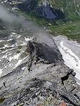 Au fond de la vallée de Chavière, la pointe de l'Observatoire se dresse dans une ambiance sauvage, loin du GR à ses pieds. Rocher sain et compact, qui mène au sommet à 3000m !