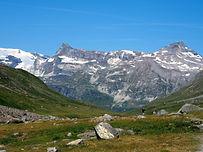 Pour cette traversée de la Vanoise, nous vous proposons un itinéraire haut en couleur et en altitude. D'Aussois à Bonneval-sur-Arc, nous sortons des sentiers battus et vous emmenons à la découverte de chemins peu connus, sur les balcons des sommets de la Vanoise.