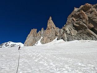 Faites le point sur les bonnes pratiques d'encordement, de progression sur courses rocheuses et neige & glace.