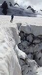 Au départ du Montenvers, la Mer de Glace est le lieu idéal pour faire ses premiers pas sur glacier et s'exercer aux techniques de cramponnage. Entourés par les sommets élancés, cadre somptueux pour une journée agréable en montagne.