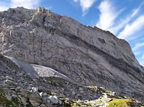 Une jolie voie en dalle dans l'Aiguille de la Vanoise, pour une première expérience. L'escalade est facile, sur les pieds, magnifique au coeur du parc national de la Vanoise.