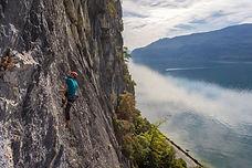 """Une classique des grandes voies du lac du Bourget, à """"Brison Grande Falaise"""". Cinq longueurs assez homogènes dans le niveau 5+/6."""