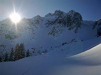 Une belle randonnée à ski au départ de Pralognan-la-Vanoise. Le col se situe près du petit massif de la Portetta, et au sommet des crêtes de Montcharvet, deux curiosités géologiques locales.