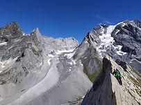 La traversée intégrale de la majestueuse Aiguille de la Vanoise. Ambiance vertigineuse garantie avec le passage au-dessus de la face nord.