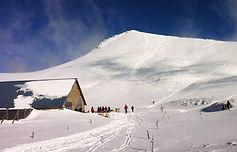 Le Charmant Som, petit frère du sommet de Chamechaude de l'autre côté du col de Porte, est un itinéraire classique parfaitement adapté pour les débutants en ski de randonnée.