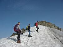Bien visible depuis la vallée de Bozel, le Grand Bec est une course d'alpinisme facile par le glacier de Troquayrou. Crampons au pieds, on remonte le glacier jusqu'au sommet, avec une vue imprenable sur la Vanoise !