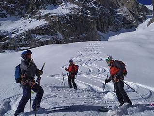 Une multitude de descentes à ski s'offrent à nous, par gravité, depuis les remontées mécaniques. Que ce soit à proximité des stations ou bien immergés en montagne, jetez un oeill sur nos itinéraires !