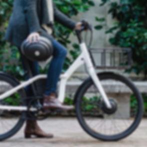 fille_avec_casque_et_vélo.jpg