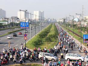 Xe máy được chạy vào làn ôtô của đại lộ đẹp nhất TP HCM