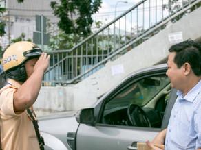 Tài xế không thắt dây an toàn 'tung chiêu' đối phó CSGT
