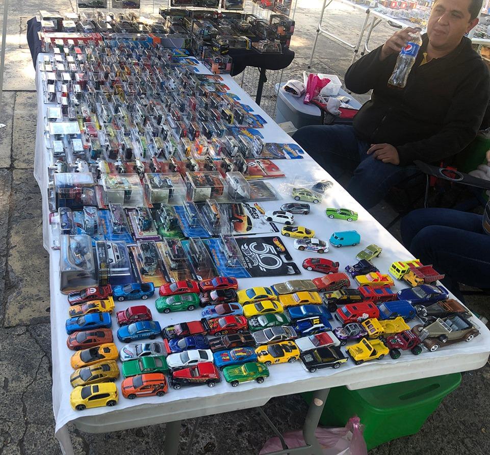 tianguis cultural flea market cars
