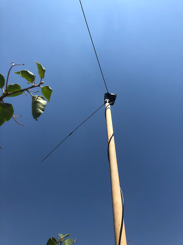 Coat hanger V-Dipole for APT