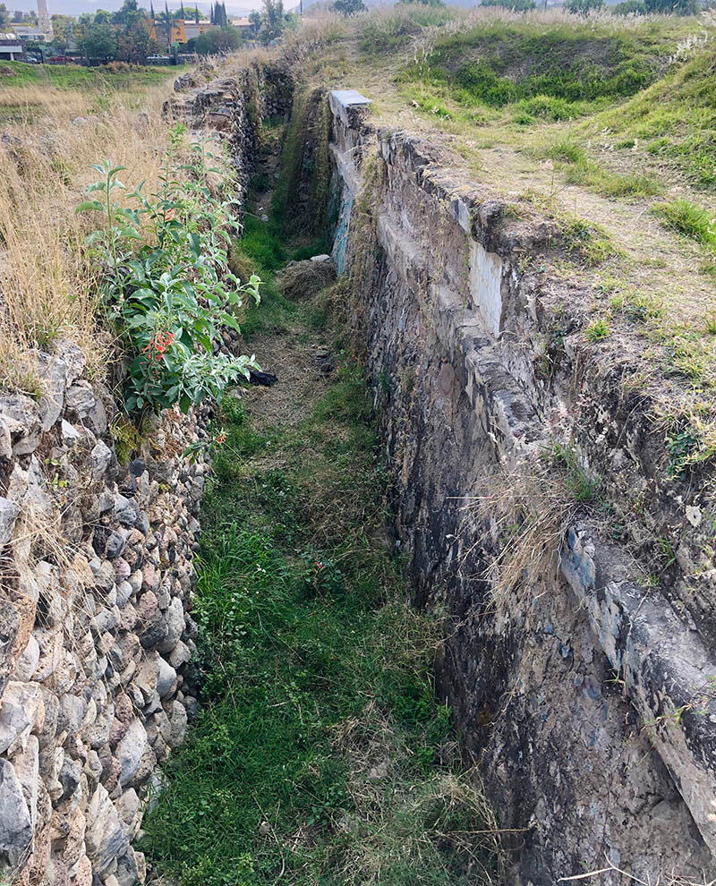 ixtepete gap between walls