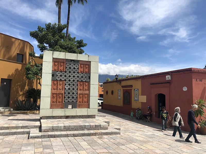 Cruz de Pierra Square