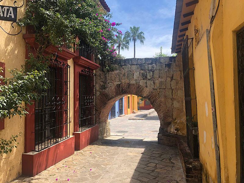 Road through the aqueduct, Oaxaca