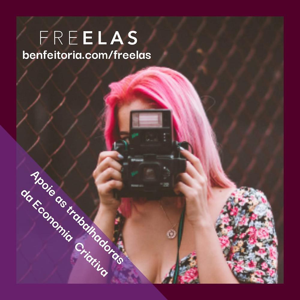 Flyer da campanha de financiamento coletivo em apoio ao projeto FREELAS, mostrando mulher fotografando