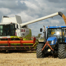 agricultural-machinery-agriculture-arable-farming-163752.jpg