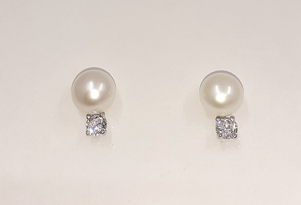 White Freshwater pearl, set on Sterling Silver, with Sparkling CZ