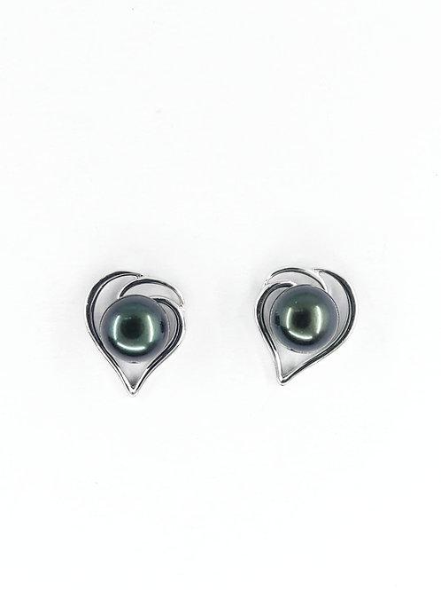 Silver earrings with black/green fresh water pearl