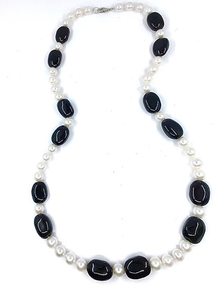Black Onyx and Fresh Water Necklace 01