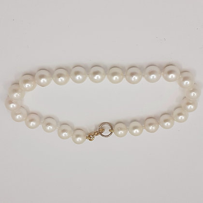 Freshwater pearl bracelet, 7mm round white pearls, gold clasp