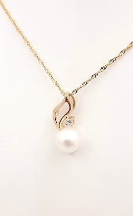 9ct Freshwater white pearl pendant, w/CZ. size 15mm x 8mm. Matching earrings.