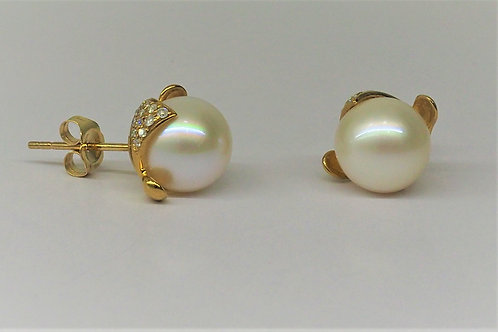 G18 9ct and Diamond stud earrings