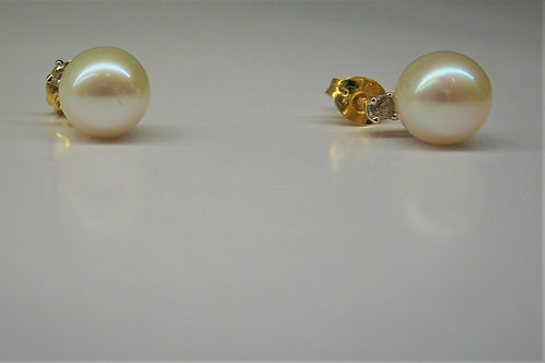 G19 9ct and CZ Fresh water pearl earrings
