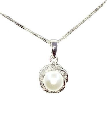 9ct white gold Cultured pearl pendant w/ diamonds