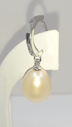 Pink Salmon Baroque Freshwater pearl, set on Sterling Silver.