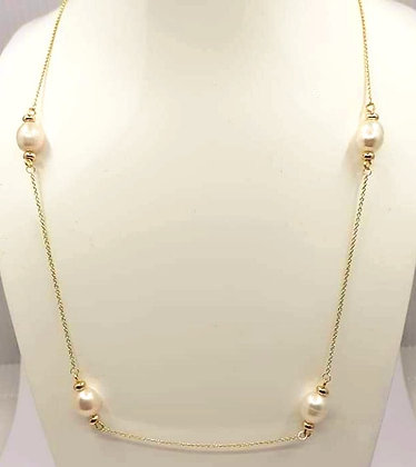 Freshwater pearls in this necklace are stationed on 9ct gold chain