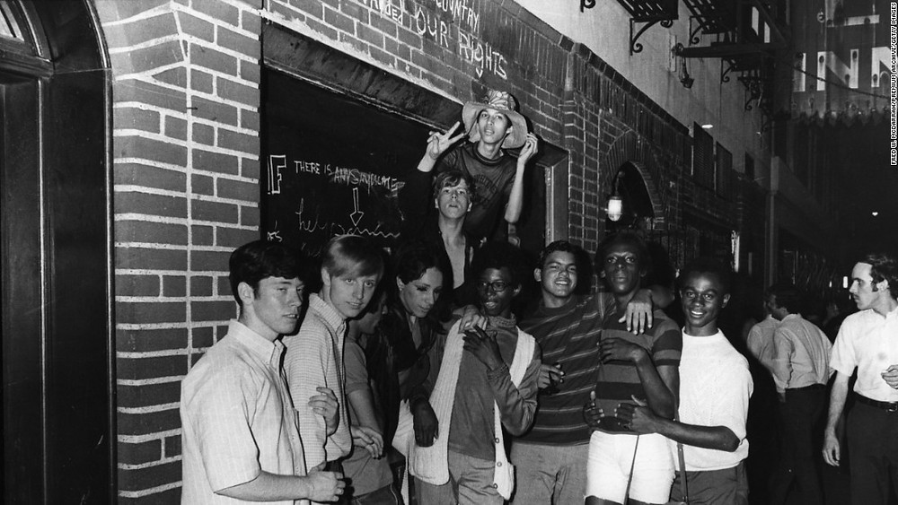 July 4th, 1965, 1970, 1978, stonewall, riots, christopher street, greenwich village, manhattan, seventies, sixties, new york, nyc, pride, parade, march, gay, ally, lgbt, lgbtq, queer, lesbian, trans, transexual, proud, history, march, san francisco, chicago, howl magazine, harvey milk, gilbert baker, june, pride month, bill clinton, philadelphia independence hall, protest, rainbow, flag,