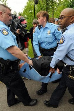 Father Weslin Arrested for Praying the rosary.jpg