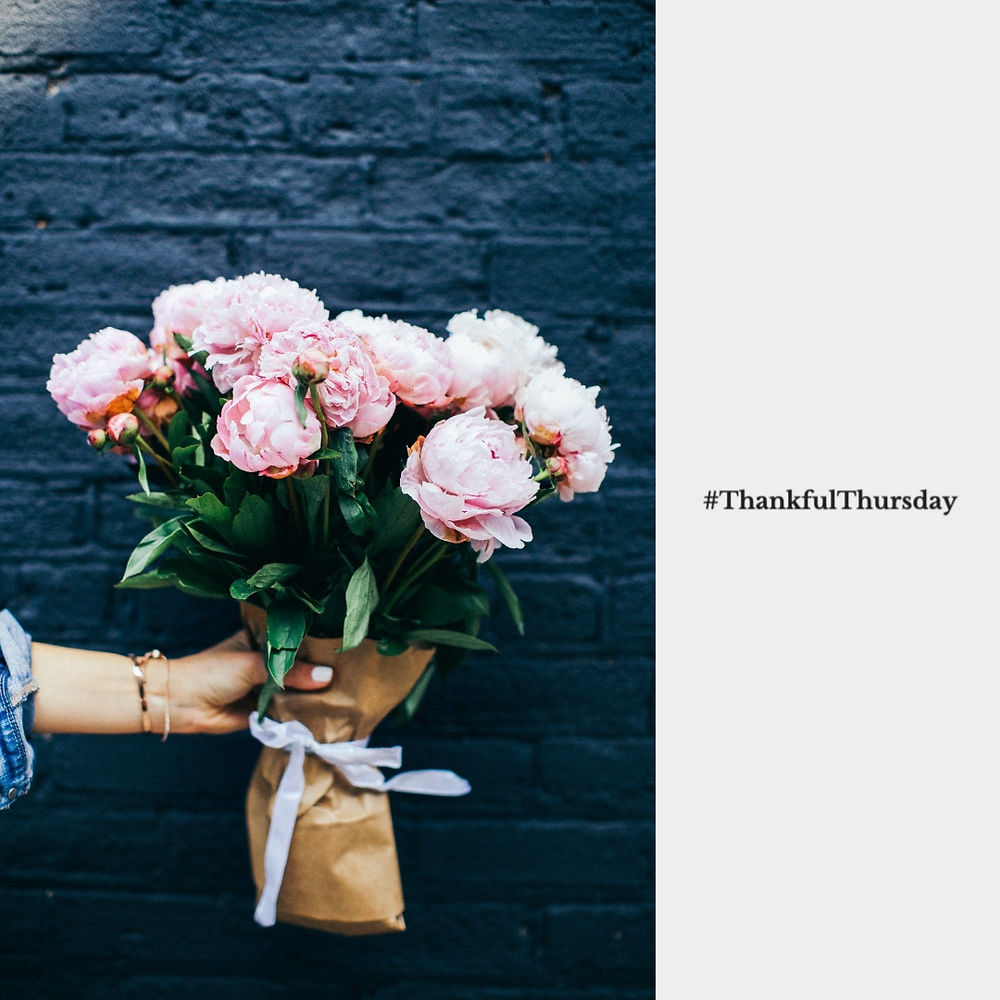 Thankful Thursday social media post template with bouquet of flowers