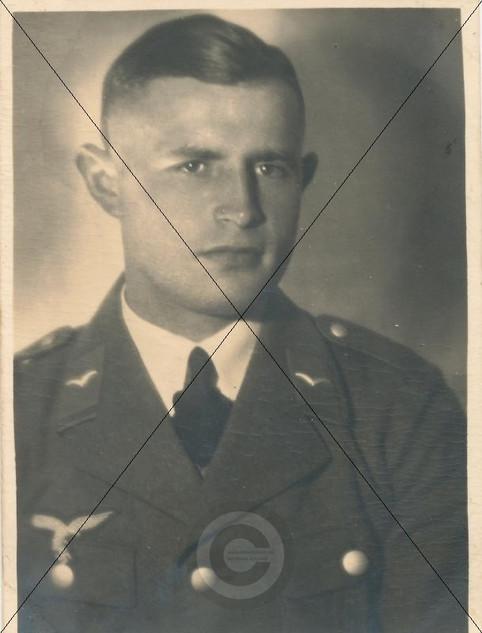 Soldat am Flugplatz  Schleißheim