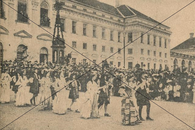 Kostuemfest 1901 im Schloss (2).jpg