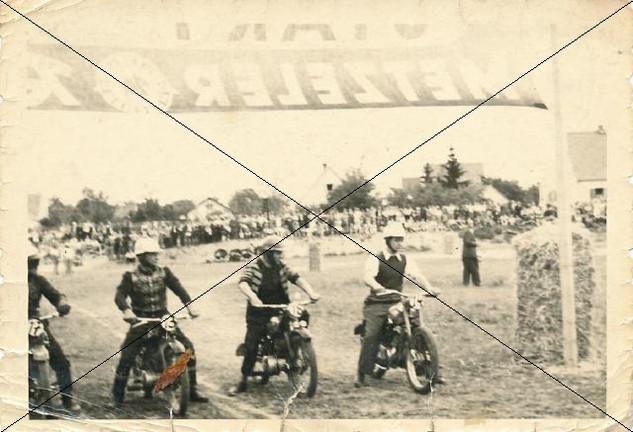 Motorradrennen in Lohhof (1).jpg