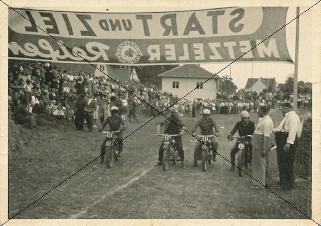 Motorradrennen in Lohhof (2).jpg