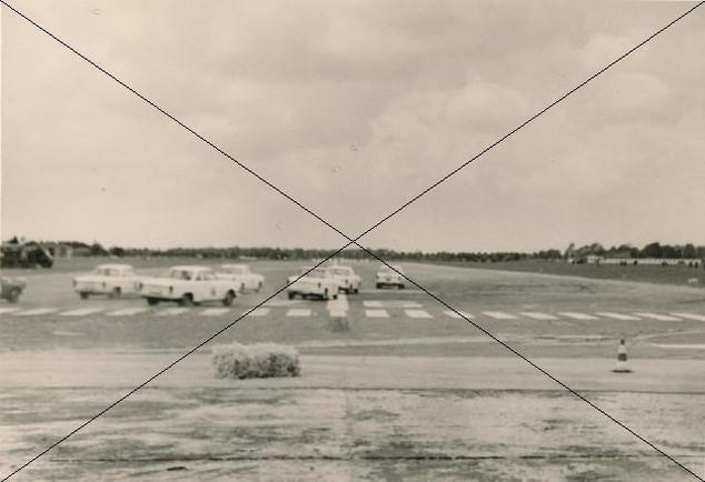 Autorennen am Flugplatz 1961 (2).jpg