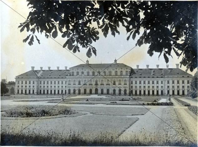 Neues Schloss (4).jpg