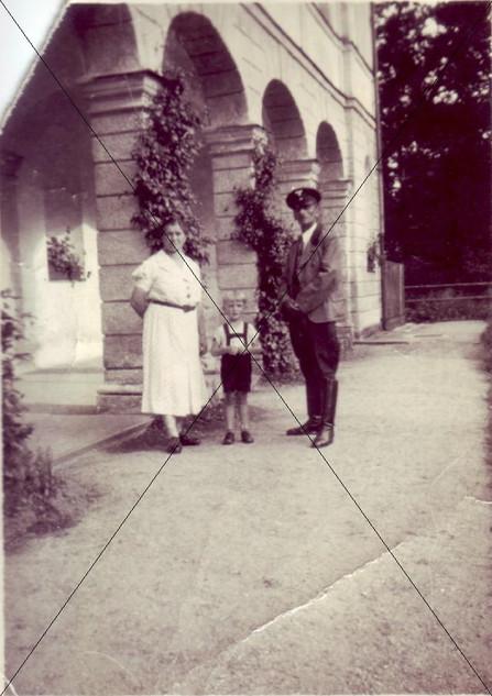 Schlossverwalter Dehler mit Familie.jpg