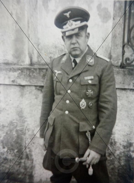 Soldat vor dem Schloss 1936_37