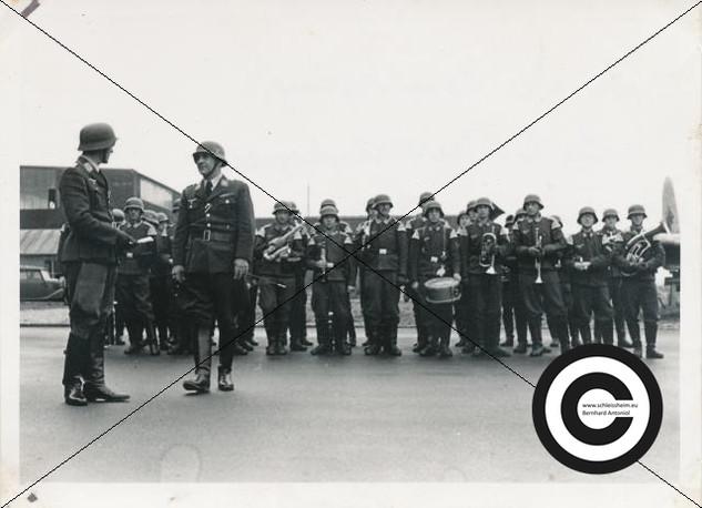 Musikzug der Fliegergruppe 1942.jpg