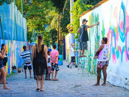 Beco da Mulher Maravilha - A galeria de grafite a céu aberto em Maresias.