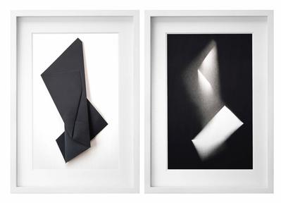 Tres Estados de Plegados 62 esmalte sobre papel de algodón plegado sobre papel de algodón díptico, 55 x 42 cm c/u
